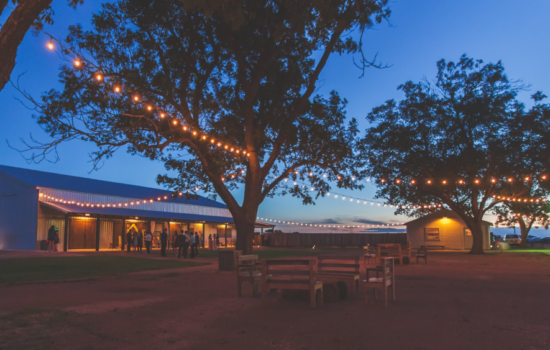 The Allen Farmhaus -Venue at night
